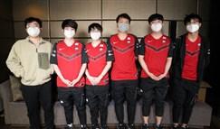 JDG赛后群访 Yagao:这英雄平时玩得比较多