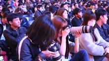 LPL第八周现场图集:观众自带器材拍摄现场