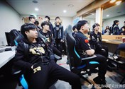 S8小组赛Day2图集:RNG为IG首战加油助威