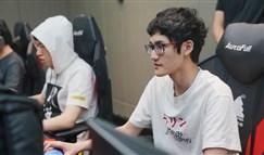 小虎看比赛被抓包 网友调侃:是来学亚索的吗?