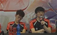 EDG采访视频 Jinoo怪异普通话再次难倒记者